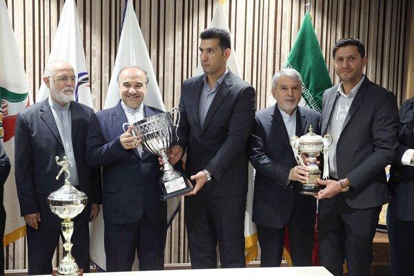 اهدای کاپ های قهرمانی فدراسیون هندبال به موزه کمیته ملی المپیک