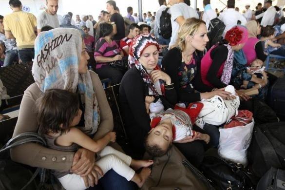 پیشروی ارتش سوریه در ریف لاذقیه، توقف پذیرش آوارگان سوری در کانادا