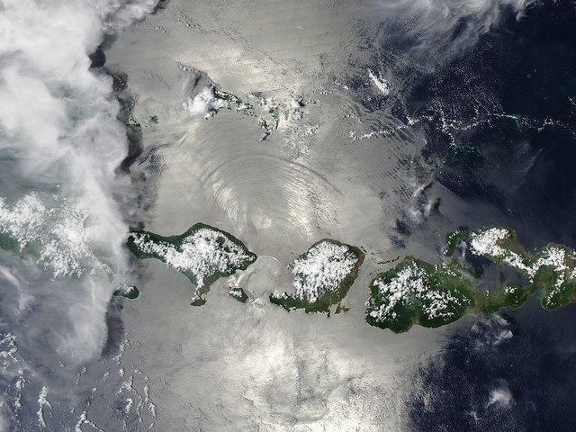 دریای نقره فام اندونزی از لنز دوربین ناسا