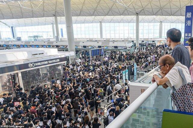 هنگ کنگ ممنوعیت تجمع در فرودگاه بین المللی را تمدید کرد ، تدارک معترضان برای تجمع جدید
