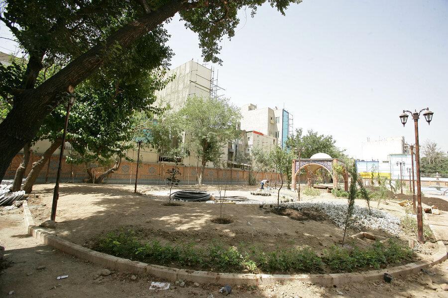بازگشایی در باغ حکیم به روی مردم