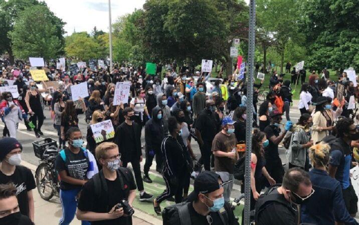 خبرنگاران کانادایی ها علیه نژادپرستی در کشورشان و آمریکا تظاهرات کردند