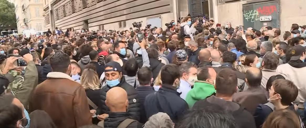 فرانسه، اعتراض به تعطیلی رستوران و کافه ها به دلیل کرونا (
