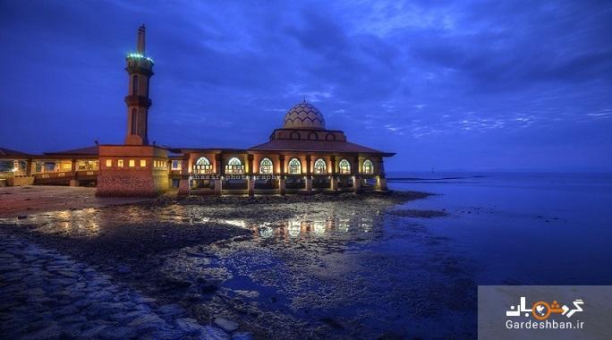 مسجد الحسین مالزی، مسجدی به روی آب