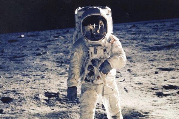 جف بزوس نخستین زن فضانورد را به ماه می فرستد