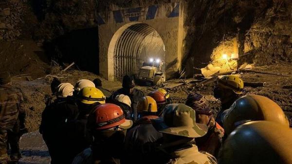 عملیات نجات گارگران گرفتار در تونل شمال هند متوقف شد