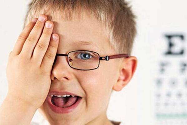 چه زمانی چشم کودک نیاز به معاینه دارد؟