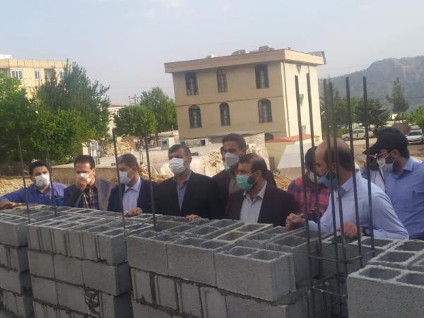خبرنگاران دیوار چینی 180 واحد مسکونی در شهر زلزله زده سی سخت انجام شد